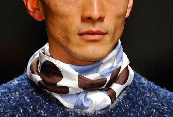 Мужской шейный платок – как носить этим летом!