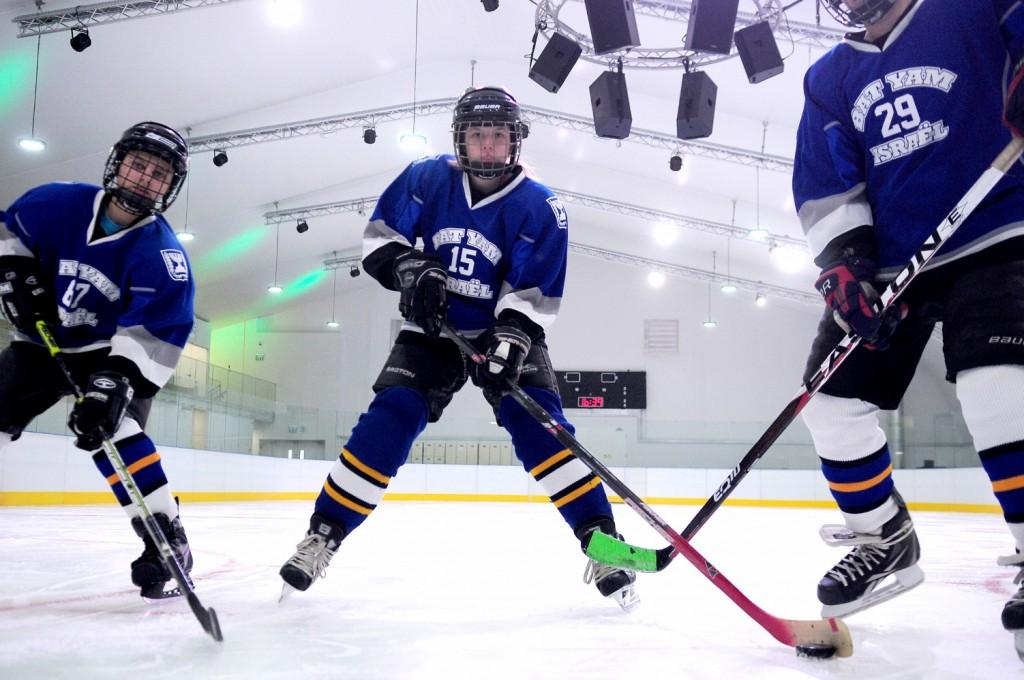 הוקי קרח בחולון