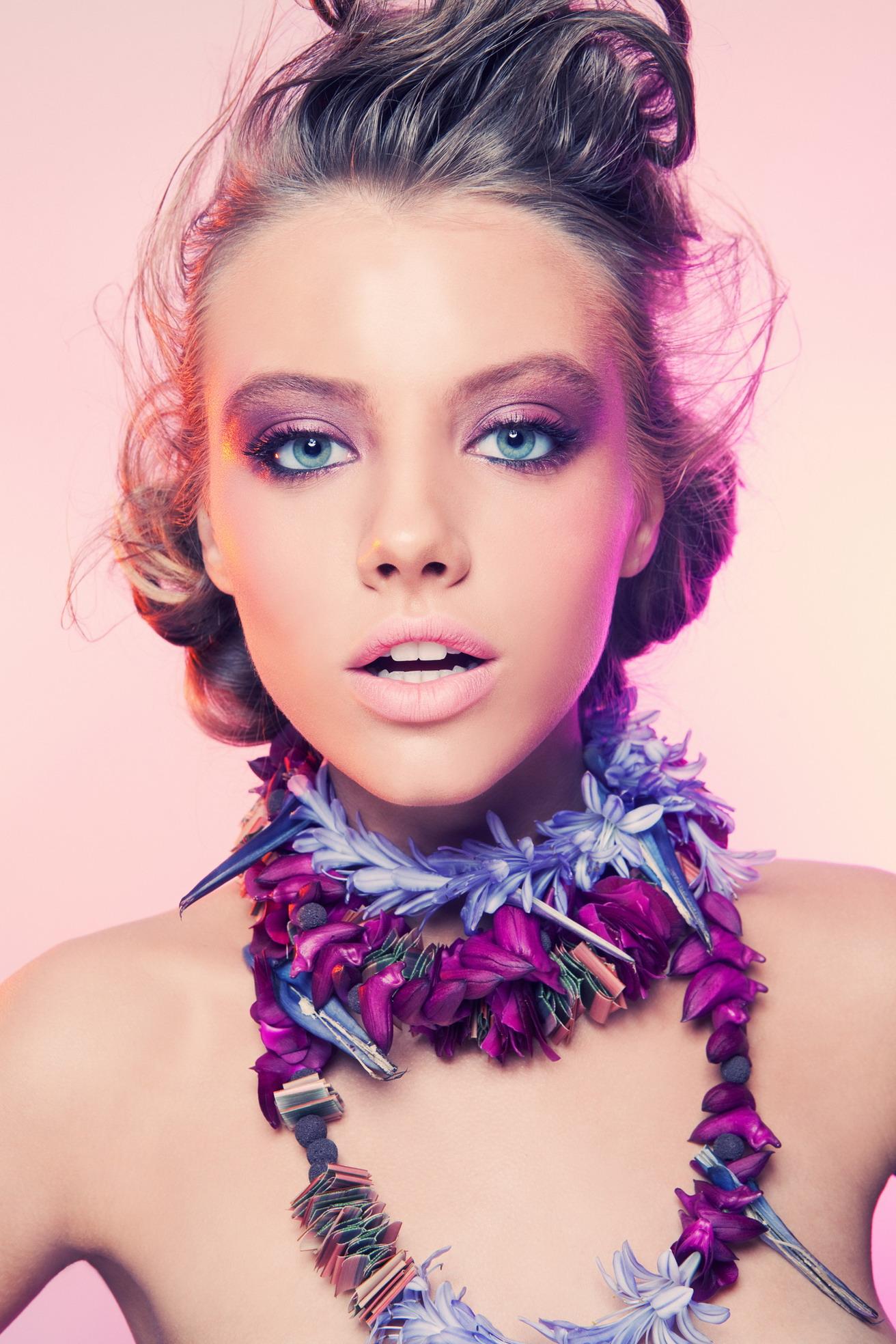 Модный тренд : украшения из цветов