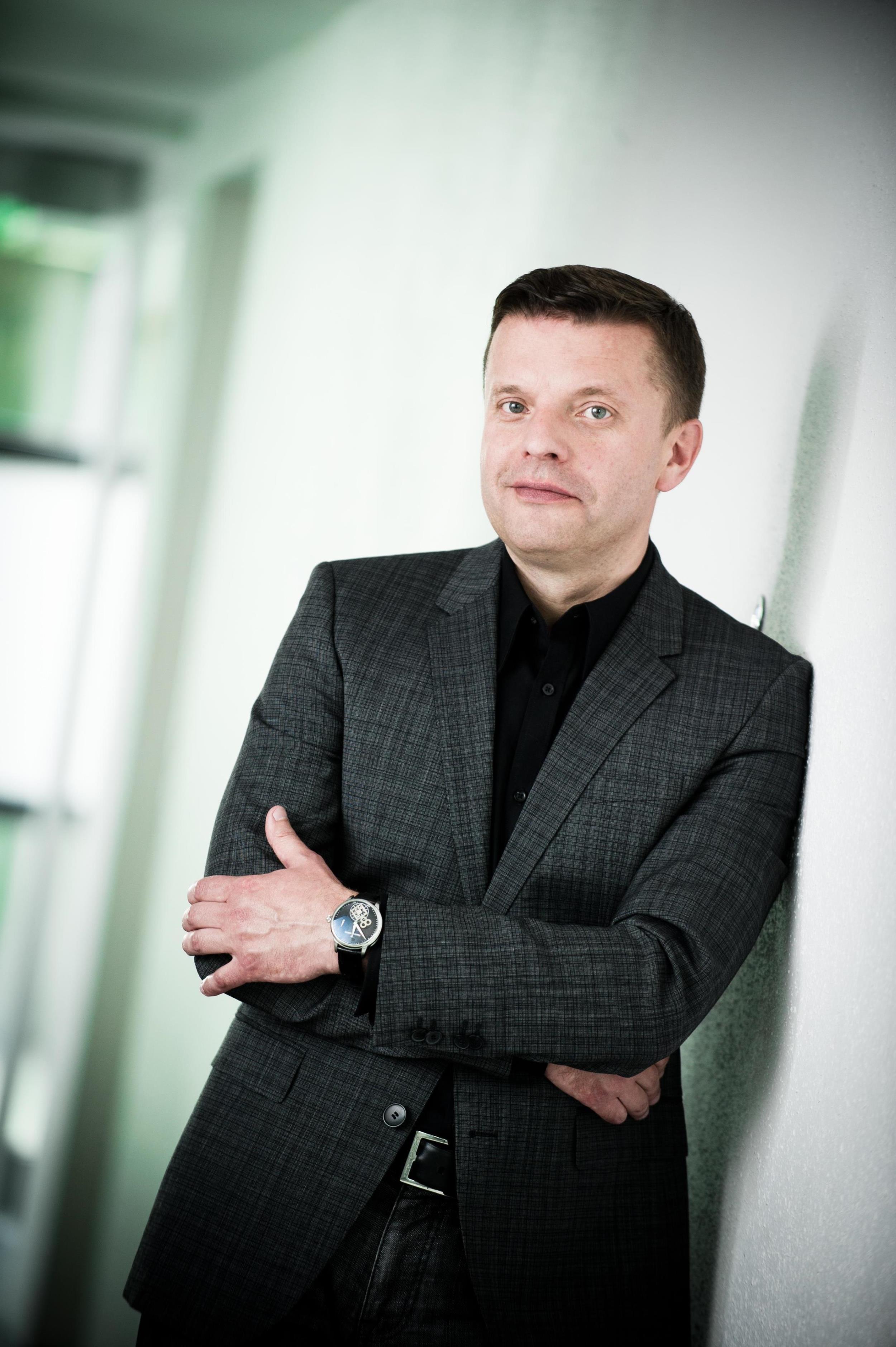 yes приглашает на творческий вечер Леонида Парфенова