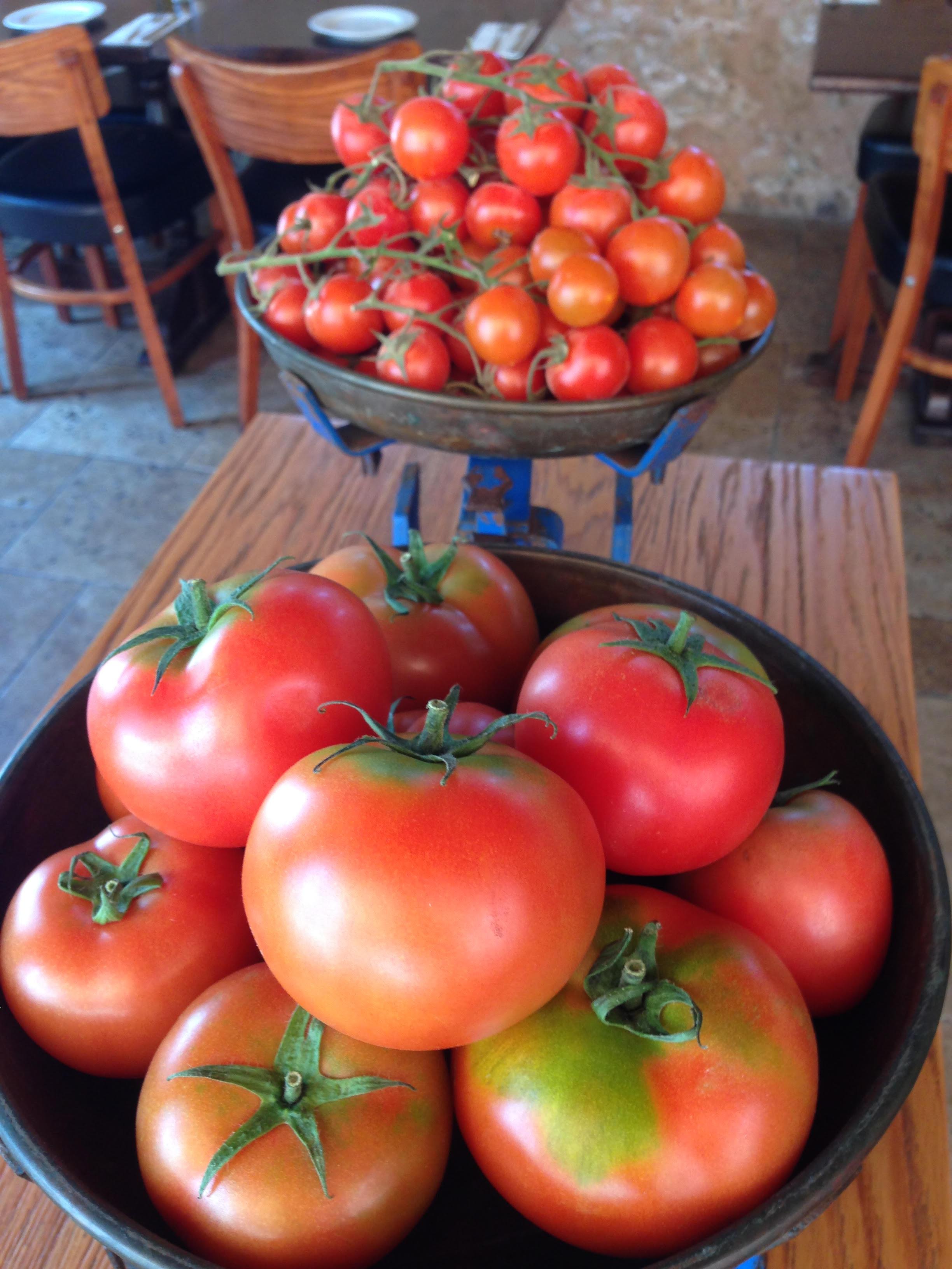 Стол помидором красен
