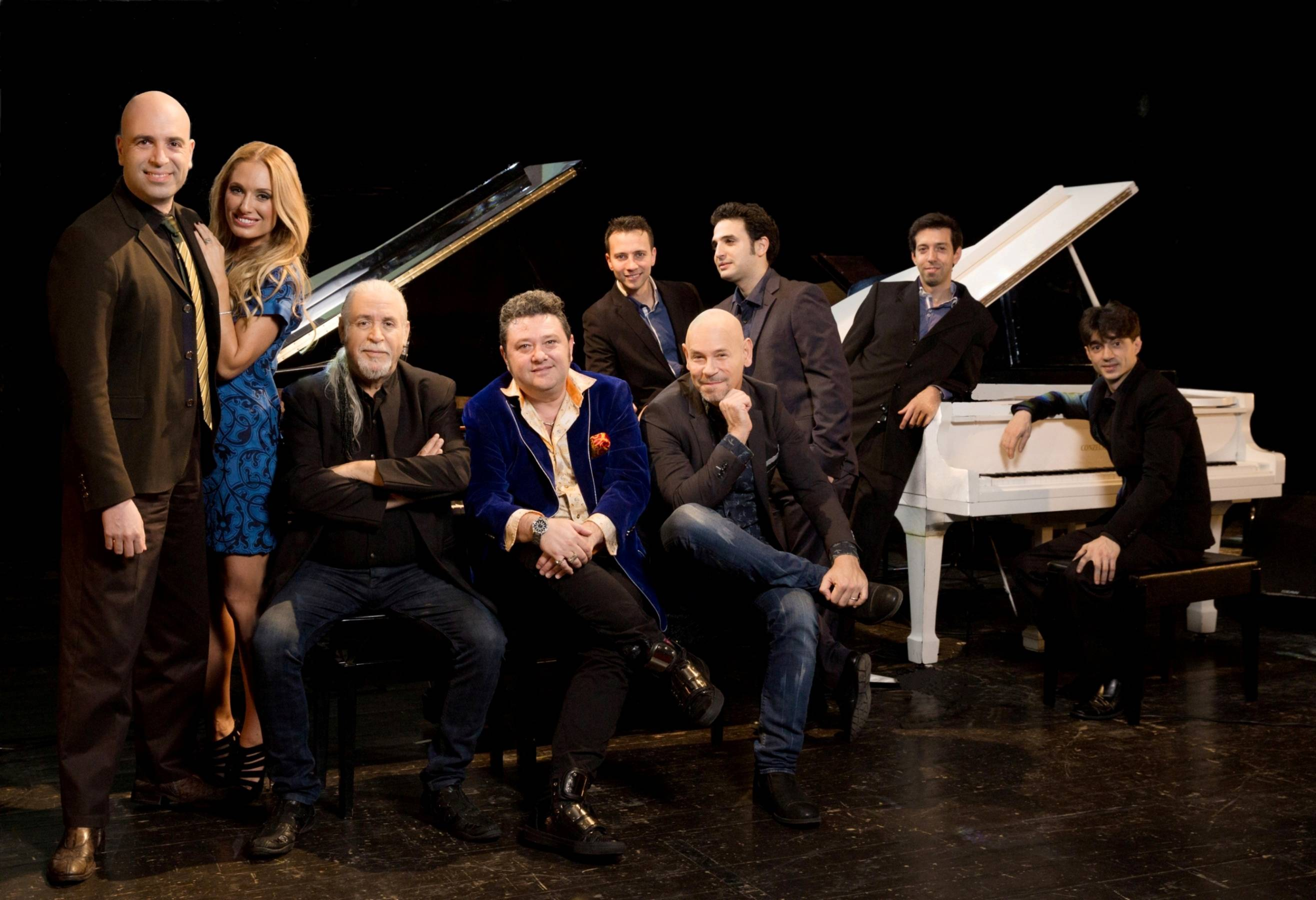 7 роялей, 8 пианистов и одна певица — вслед за удачей