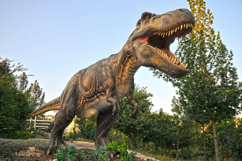 Динозавры еще немного задержатся в Святом городе