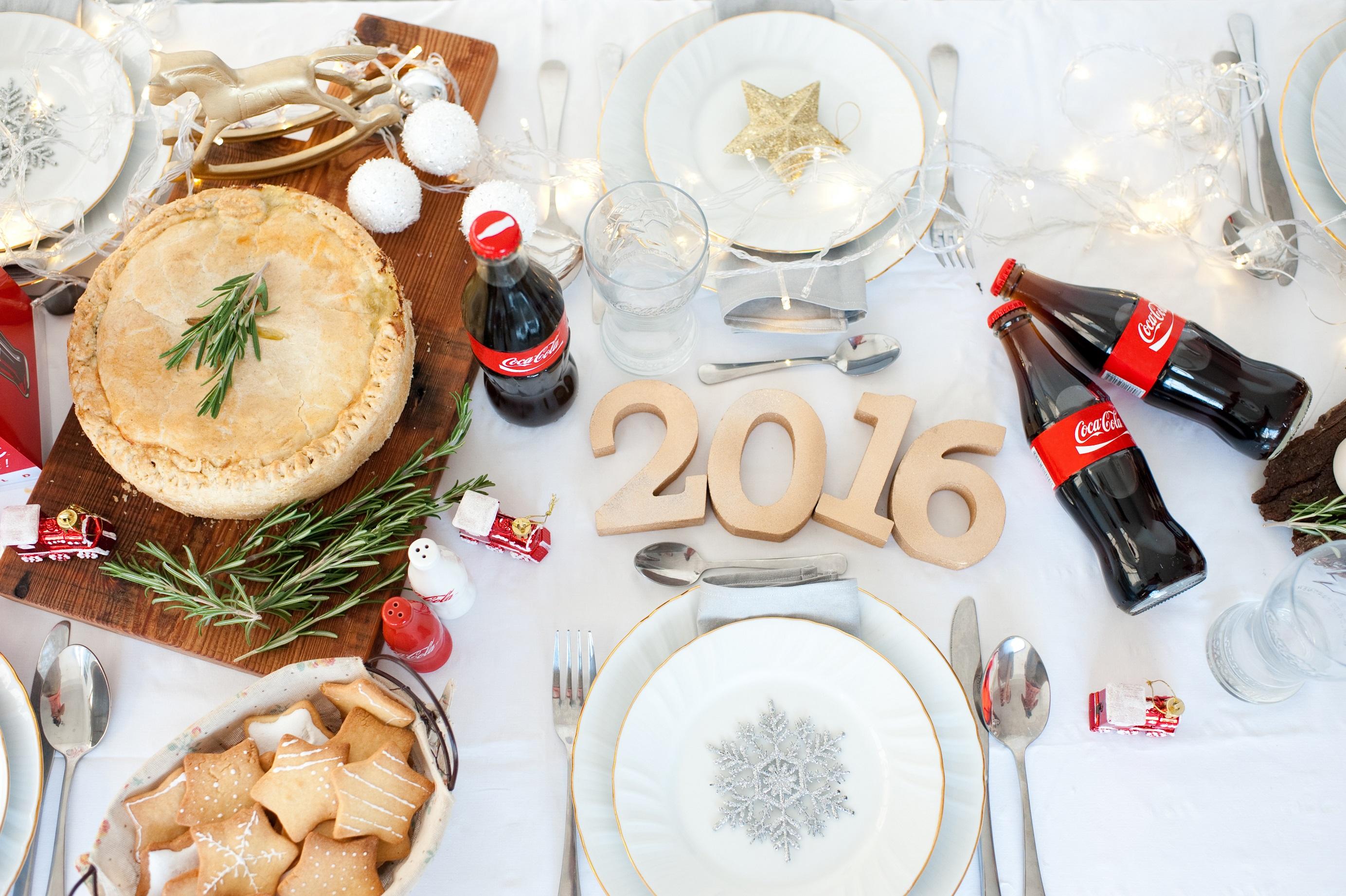 Наш новогодний стол-2016: вместе с Cоса-Сola все праздничные блюда еще вкуснее!