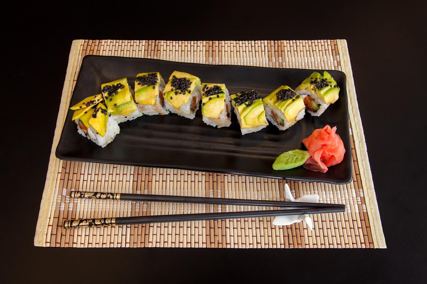 Как приготовить суши дома? Очень просто…