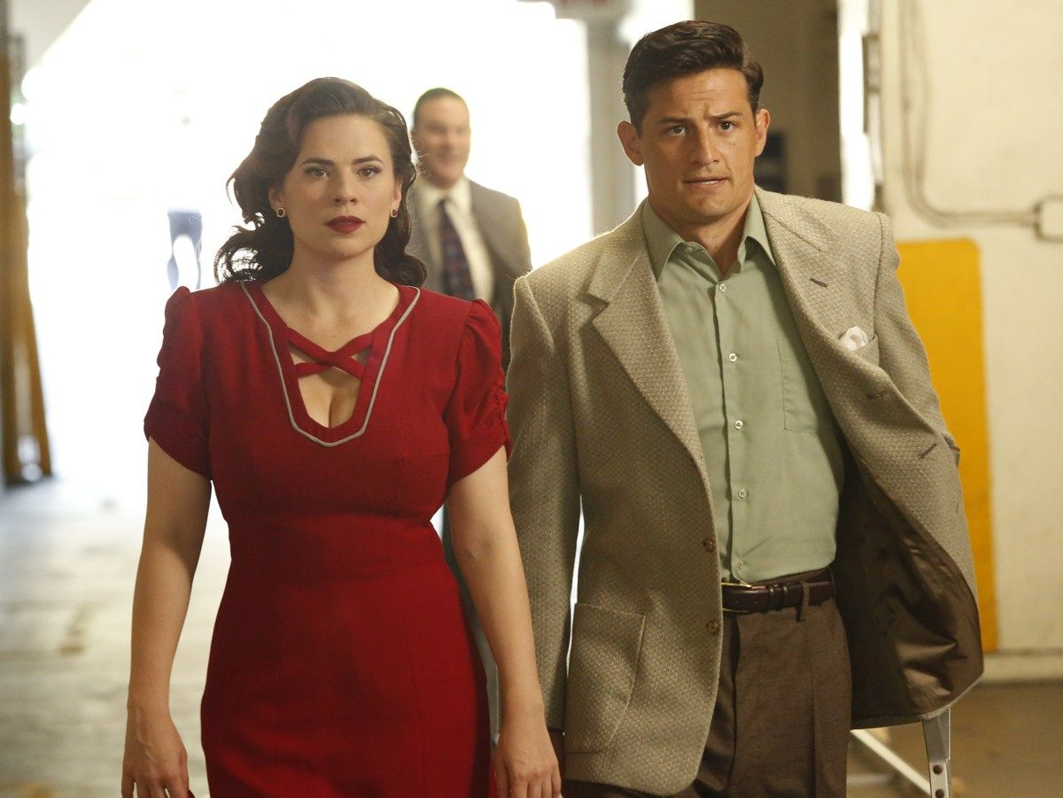 "MARVEL'S AGENT CARTER - ""The Lady in the Lake"" - In the season premiere episode, ""The Lady in the Lake,"" Peggy moves to the City of Angels to help Chief Daniel Sousa at the West Coast Strategic Scientific Reserve (SSR) investigate a bizarre homicide involving an alleged killer and Isodyne Energy, and reunites with some familiar faces. ""Marvel's Agent Carter"" returns for a second season of adventure and intrigue, starring Hayley Atwell in the titular role of the unstoppable agent for the SSR (Strategic Scientific Reserve), TUESDAY, JANUARY 19 (9:00-10:00 p.m. EST) on the ABC Television Network. (ABC/Kelsey McNeal) HAYLEY ATWELL, ENVER GJOKAJ  úîåðåú ôø÷é äñãøä: äñåëðú ÷øèø òåðä 2 (2016) ôø÷ 1  *** Local Caption *** äñåëðú÷øèø2 äñåëðú÷øèøòåðä2 äñåëðú÷øèøò2ô1"