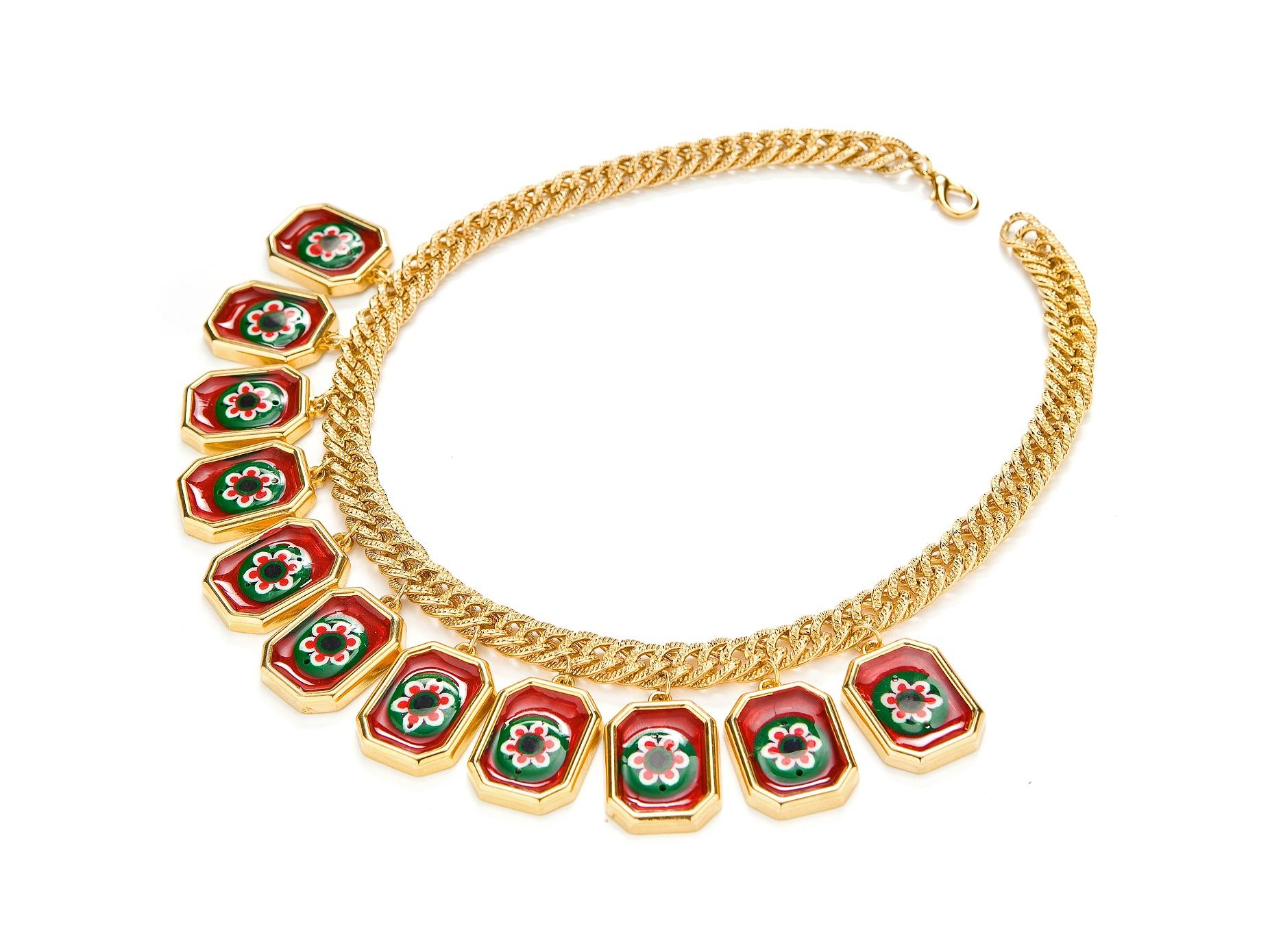 אבגד - קולקציית DIY - עשה זאת בעצמך - שרשרת זהב עם תליוני פרחים צבעוניים -  טווח מחירים 160שח -500שח  צילום- דדי אליאס