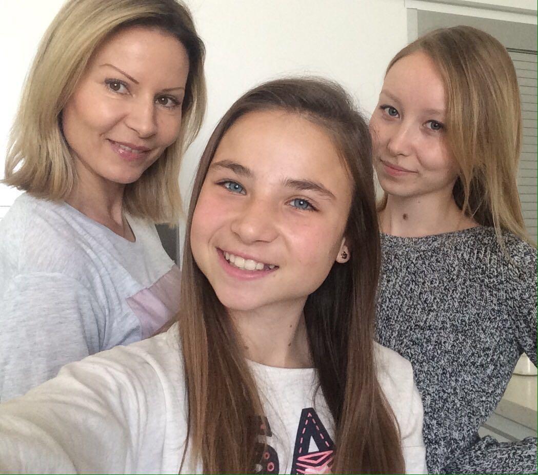 Выбор SeboСalm: самые женственные селфи весны – Наталья, Татьяна и Диана Авербух