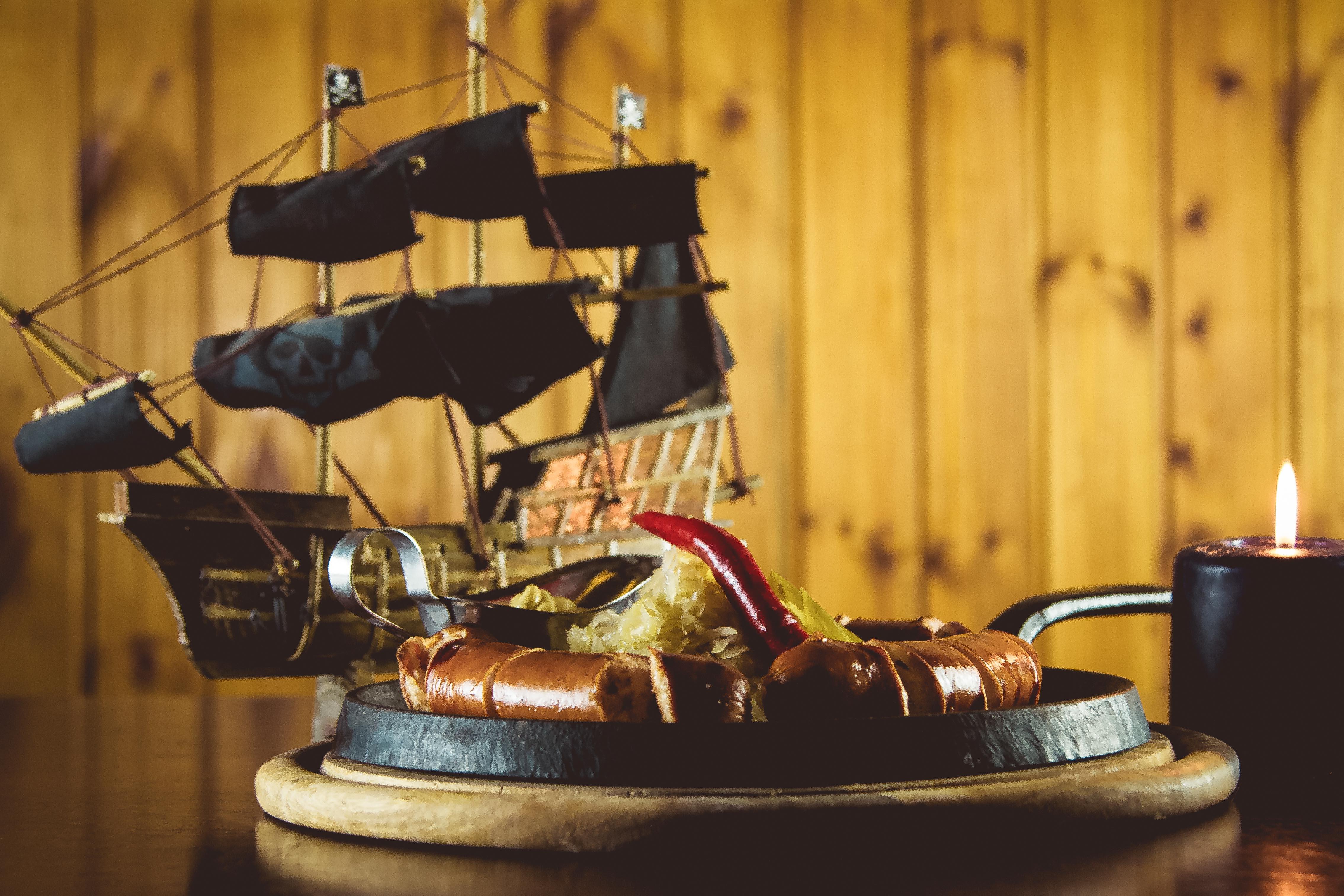 8 марта «по-пиратски»