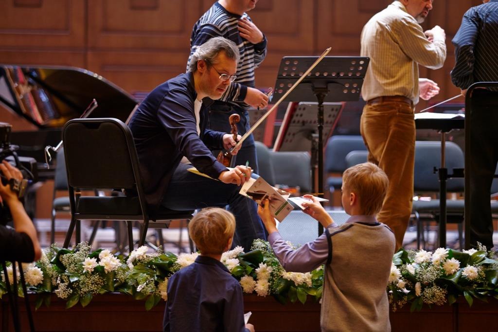 Компания yes приглашает на  спектакли театра Гешер и концерты выдающегося скрипача Вадима Репина