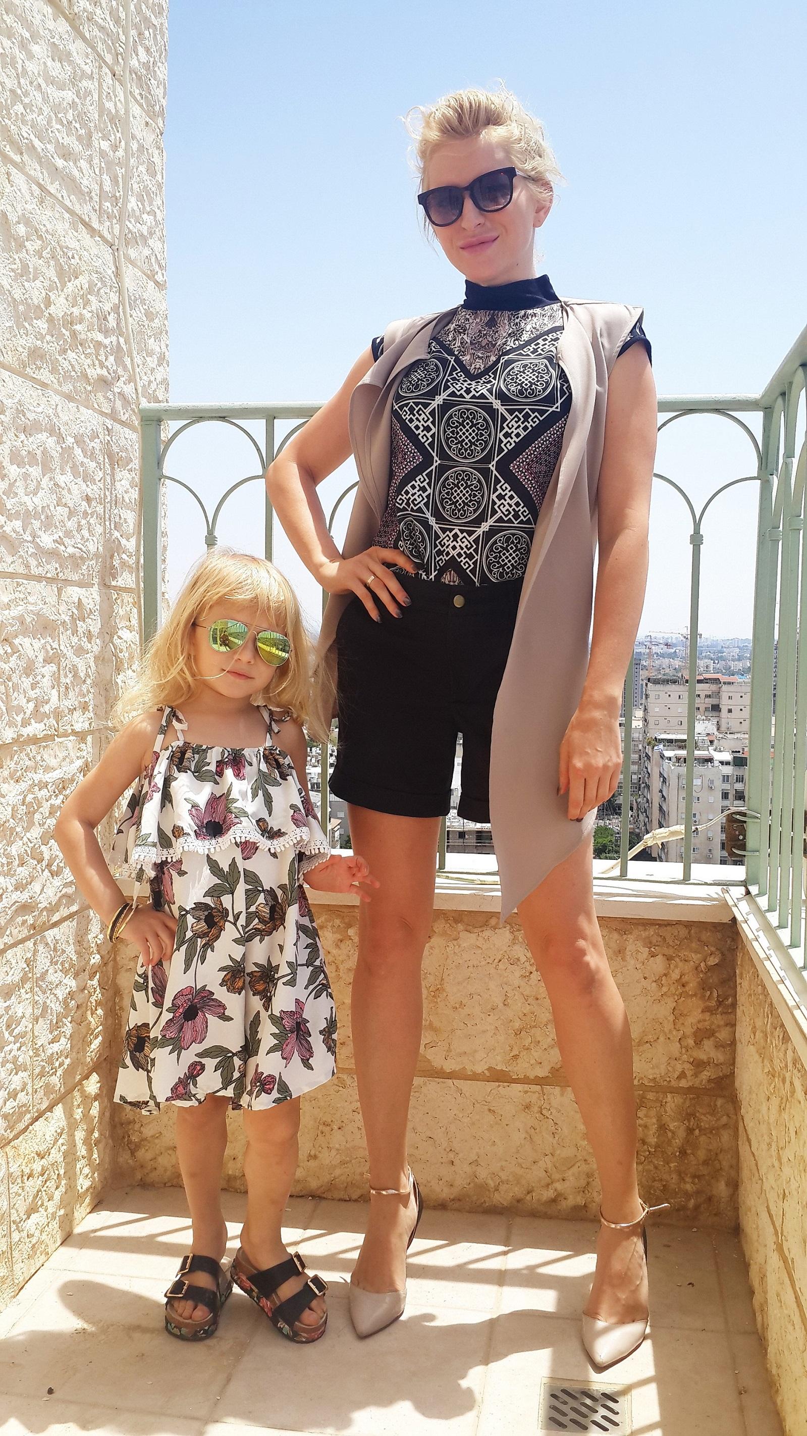 Вся в маму: Елена Гладовски выбрала образы из новой коллекции Honigman для себя и маленькой дочки