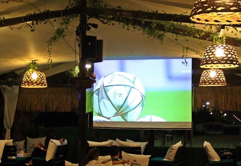 Футбол и пиво – созданы друг для друга.