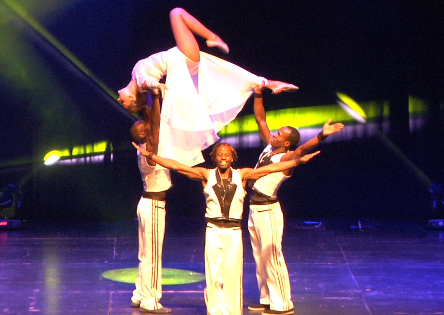 Июльский цирк. Акробаты и эквилибристы из Африки и Монголии с новым представлением в гостях у цирка «Браво»
