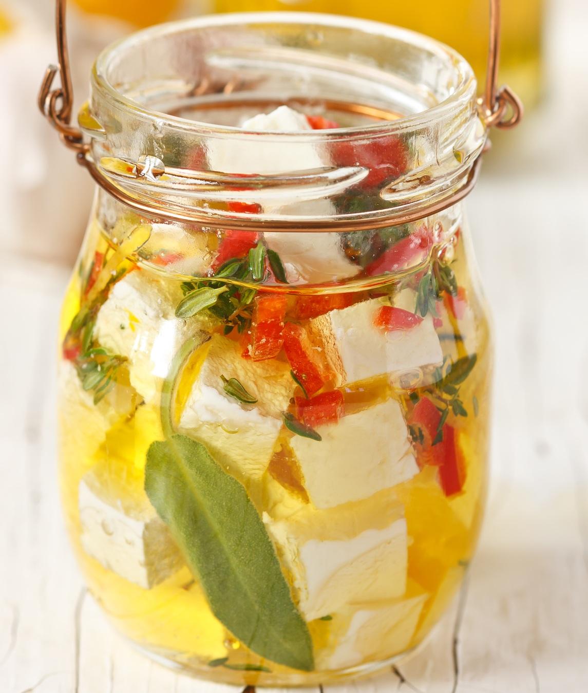 Готовимся к Шавуоту: маринуем сыр в оливковом масле