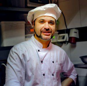 Миша - шеф и владелец ресторана