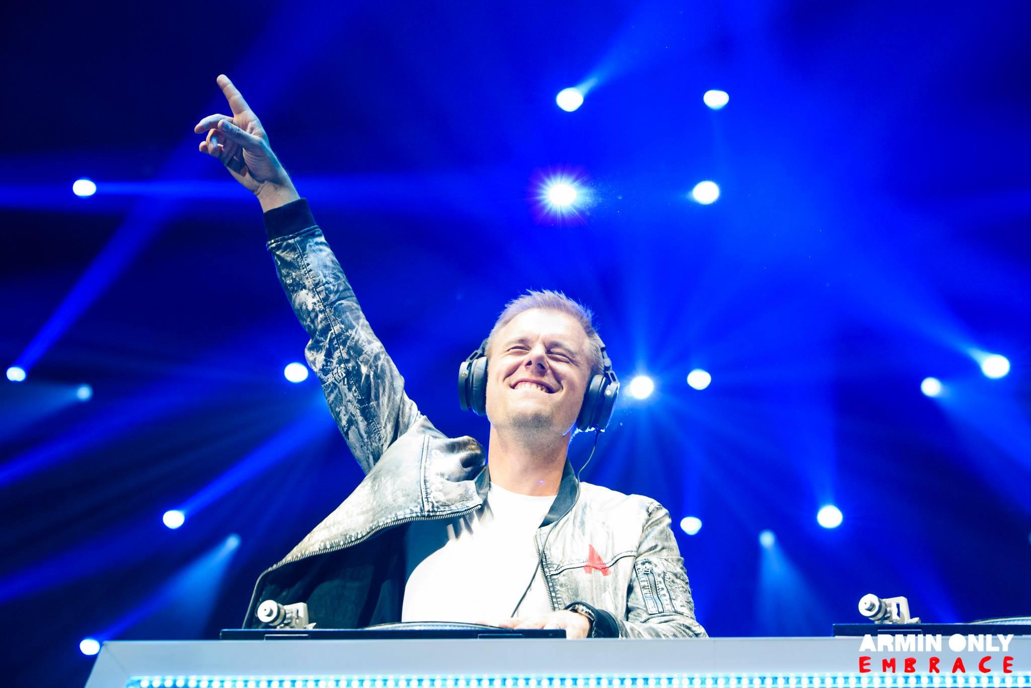 Armin Only Embrace – Огромное шоу в маленькой стране