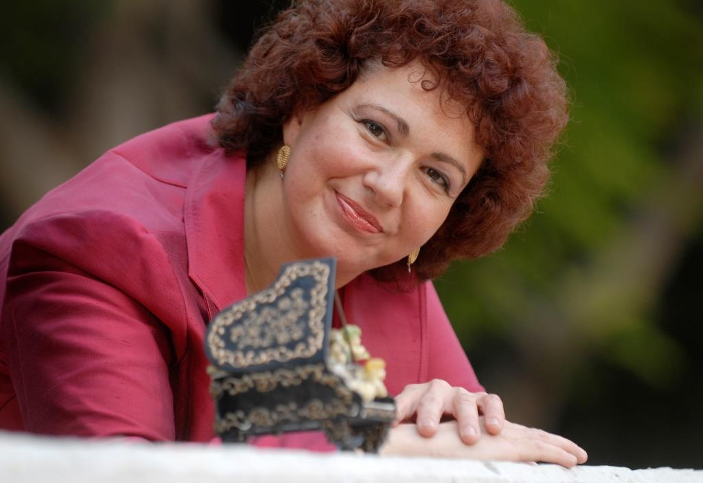 אסתרית בלצן נועם בן זאב- כתב מוסיקה צלם: דניאל צ'צ'יק