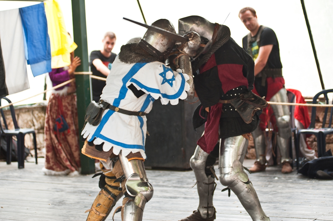 yesSurprise приглашает на рыцарский турнир