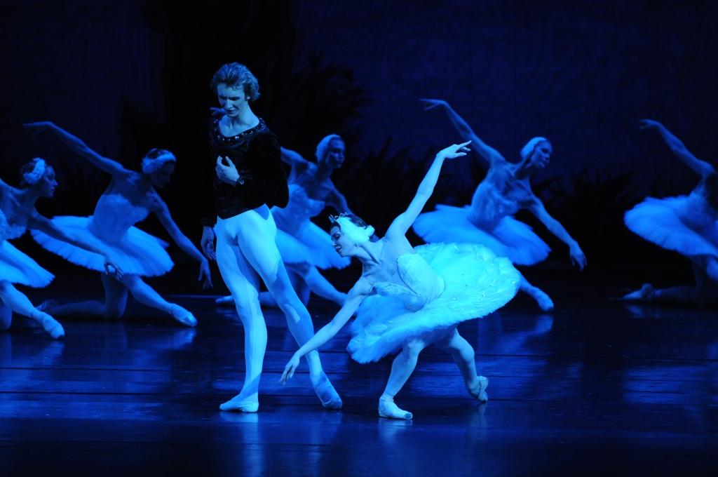 Cолисты Большого театра в «Белом лебеде» Израильского балета