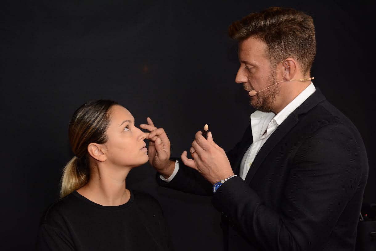Дэвид Молина, главный визажист компании Revlon, делится секретами модных тенденций в области макияжа