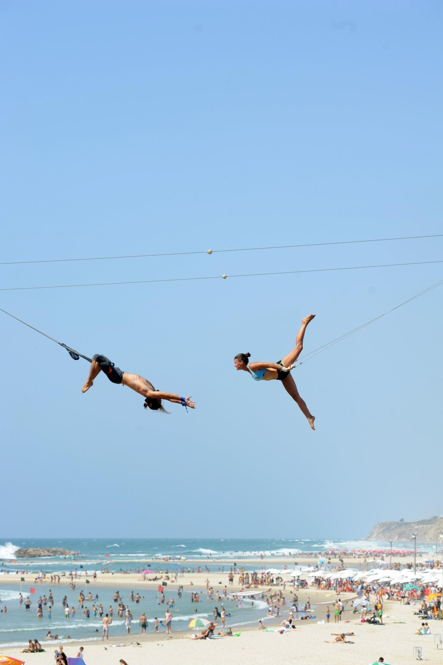 У самого синего моря, выше всех: Фестиваль уличного театра в Эйлате возвращается в город на все выходные