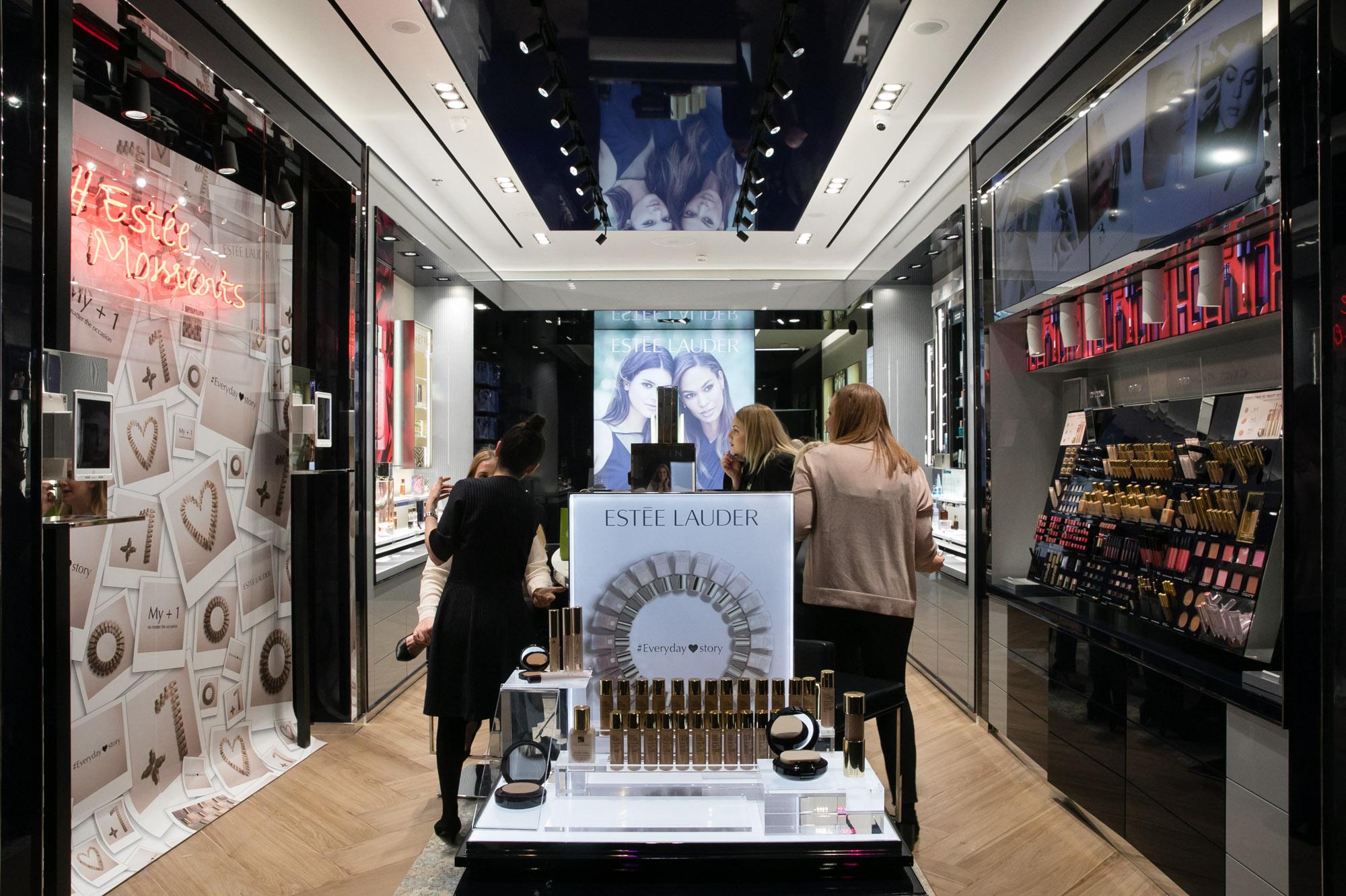 В Израиле прошло открытие первого фирменного бутика Estee Lauder: вечеринку посетили сотни знаменитостей