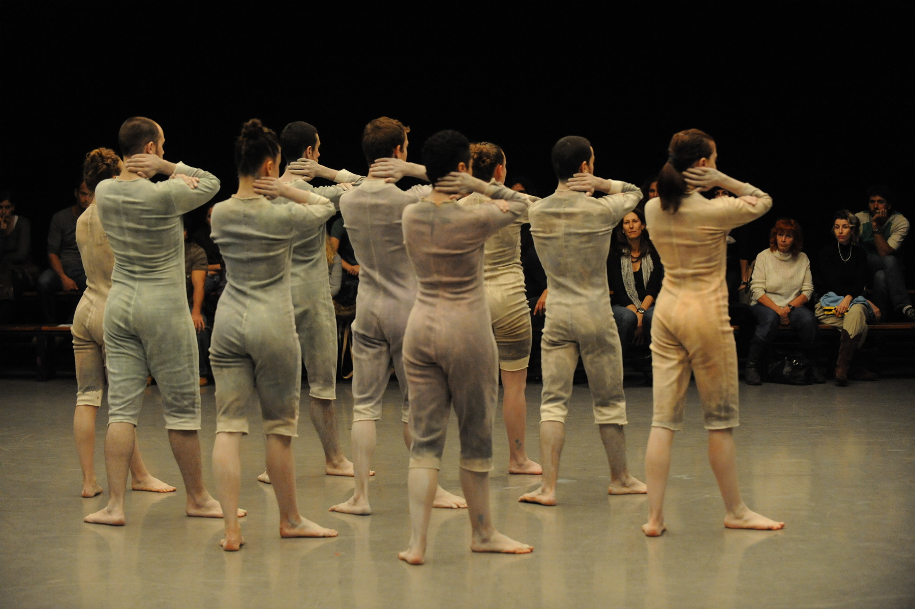 «Мамонты» в открытой клетке из четырех стен – балет ансамбля «Бат-Шева»