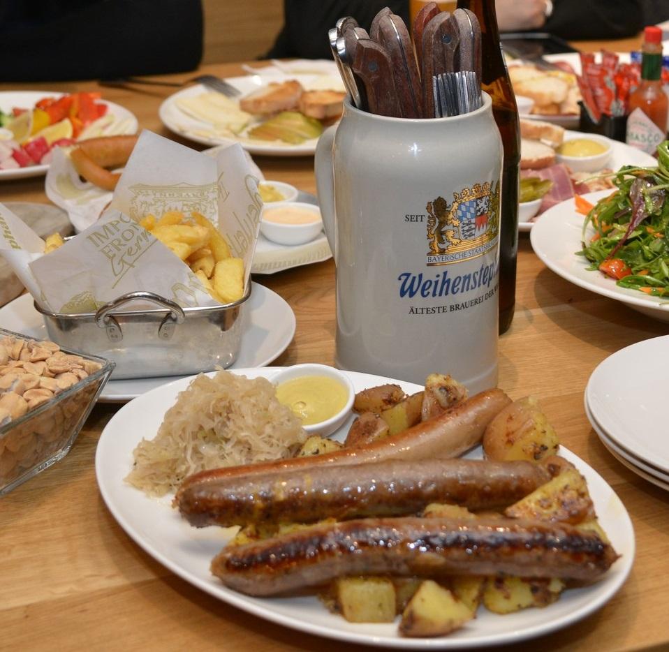"""Особое меню в Biergarten """"1040: блюда традиционной баварской кухни и подходящие к ним сорта пива Weihenstephan"""