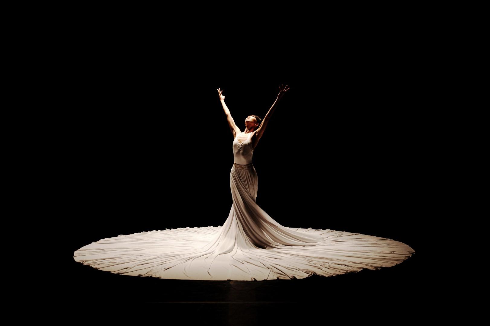 Гипнотические танцы под «Соло» Баха и сонеты Шекспира от JLD