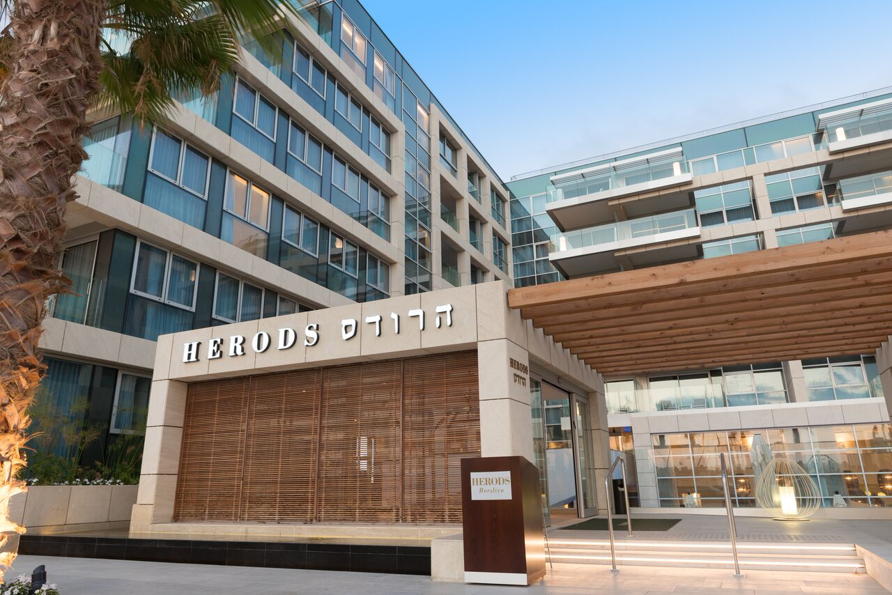 Новый элитный отель сети Fattal Herods Herzliya принимает высоких гостей международного уровня