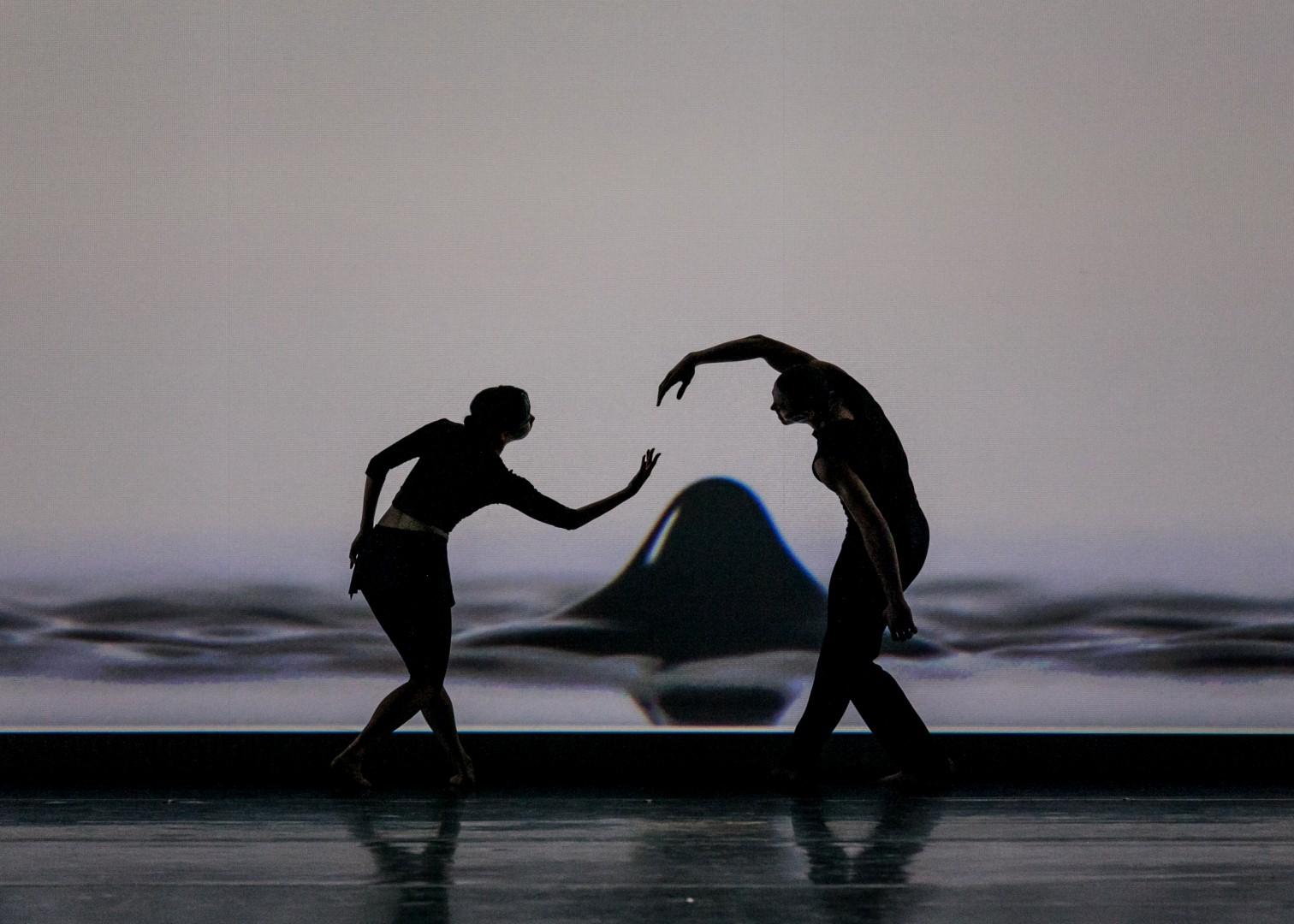 Танец от Джессики Ланг – эволюция тела, живопись и перформанс