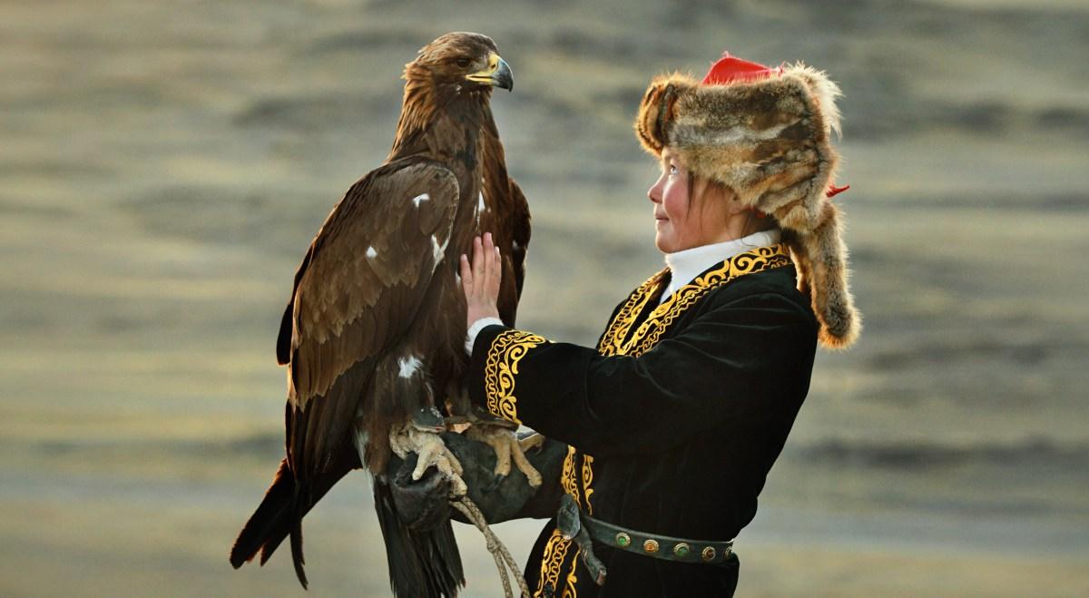 Орел и девочка