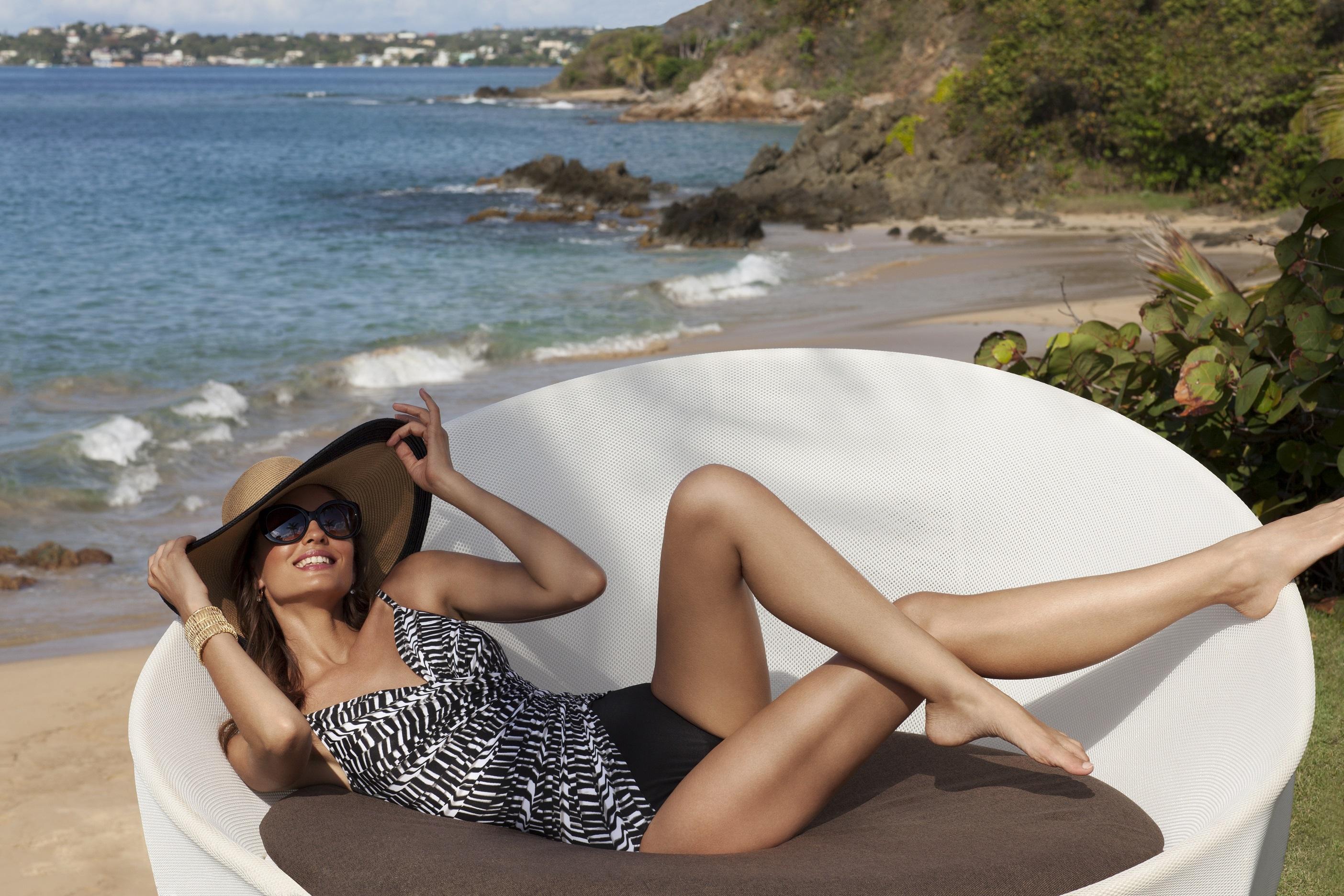 Модное единение: слитный купальник с эффектом стройности