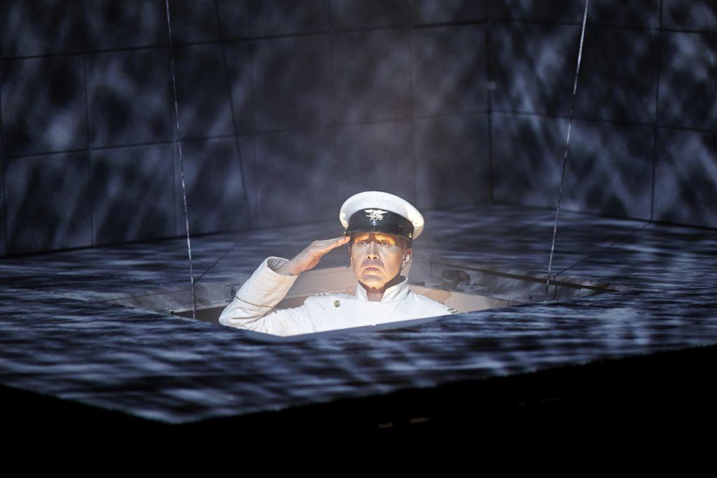 Международный фестиваль «Гешер» представляет: Евгений Миронов в спектакле «Гамлет | Коллаж»