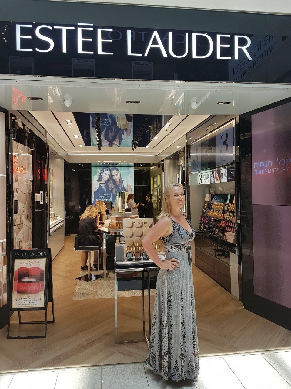 """Виктория Макарская: """"Я поздравляю всех израильтянок с открытием первого в стране бутика Еstee Lauder"""""""