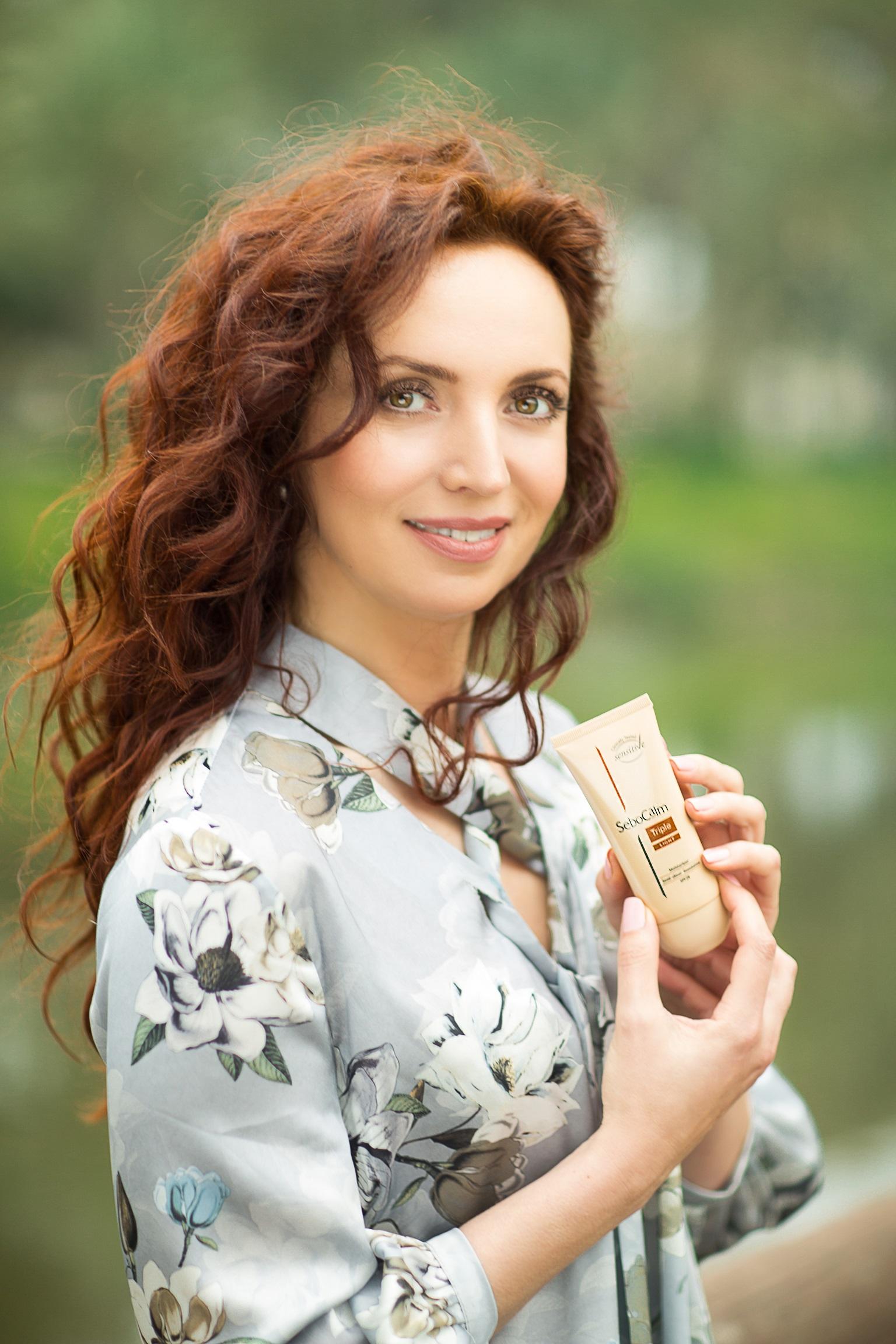 Что в косметичке известной телеведущей Алии Судаковой?