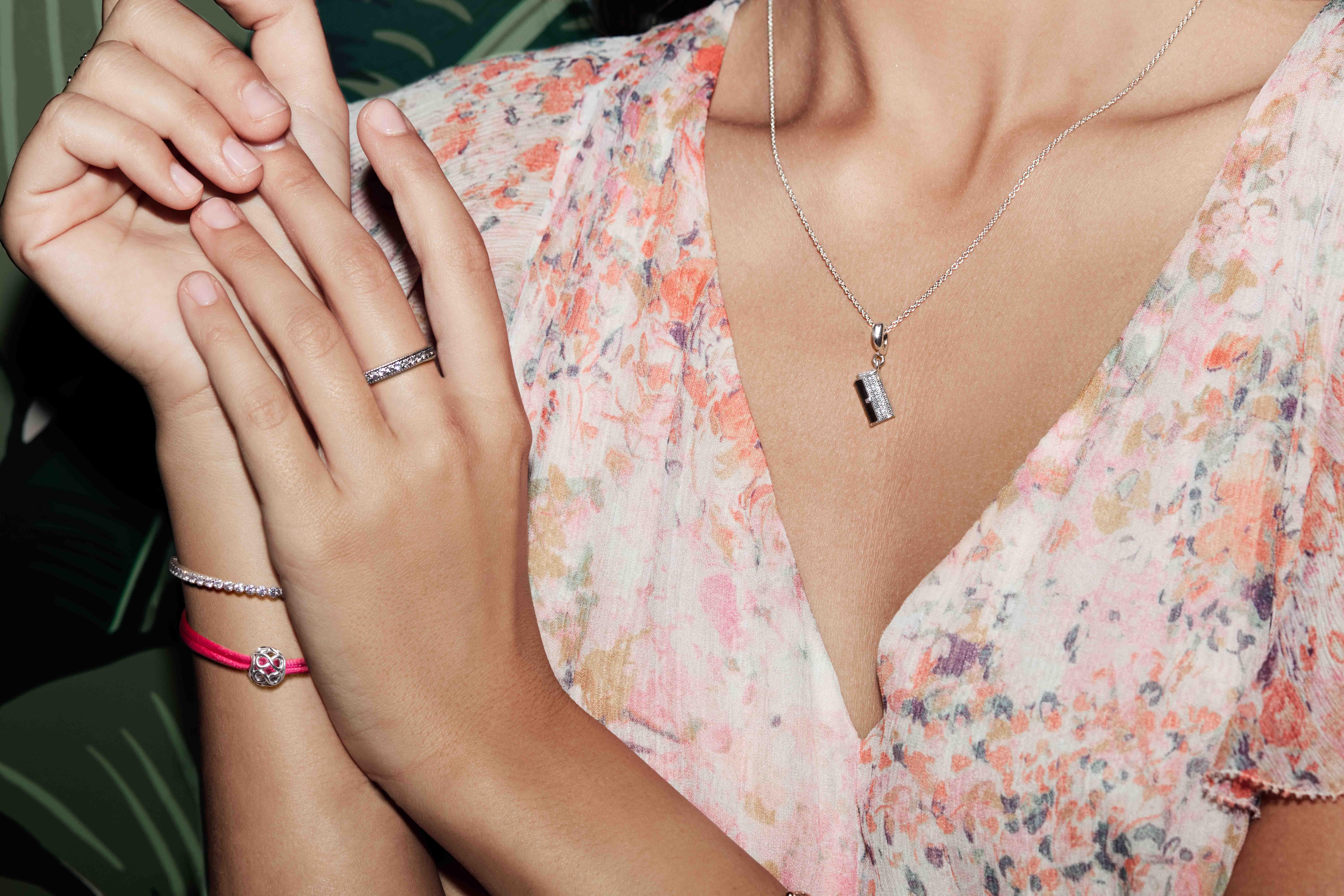 Межсезонная коллекция от Pandora – яркий гламур и символы дружбы