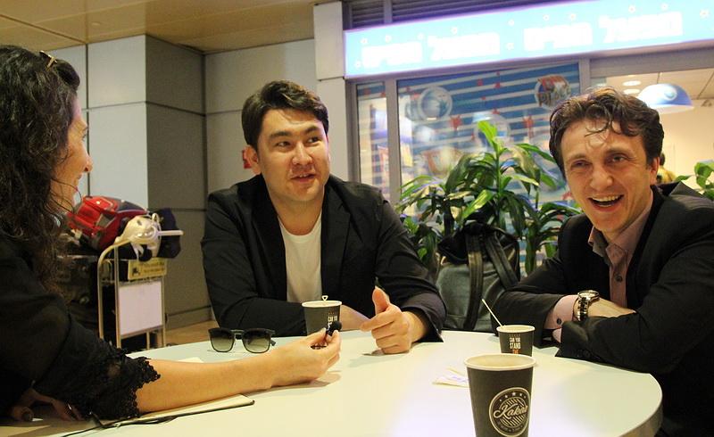 Интервью у трапа самолета: звезды шоу «Однажды в России»