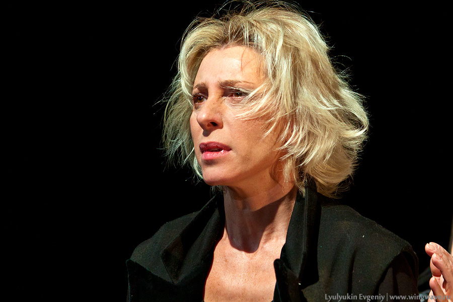 Юлия Рутберг в удивительном поэтическом спектакле-кабаре