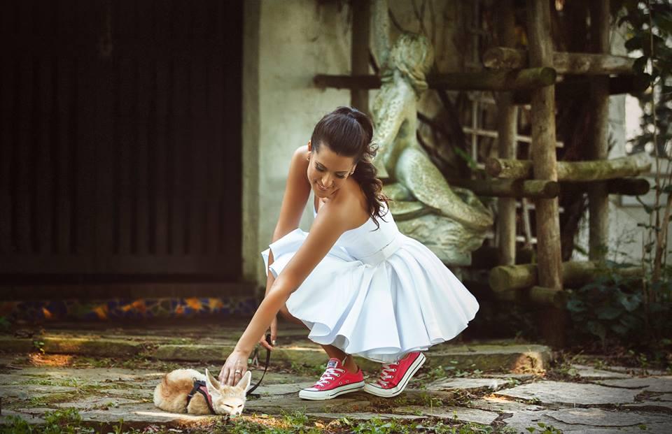 Платье с кедами – стильный образ или безвкусица?