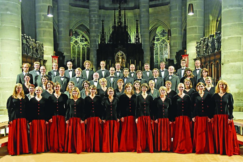 Знаменитый хор на знаменитом фестивале