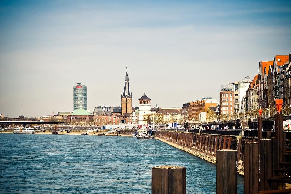 Дюссельдорф – самая длинная барная стойка Европы