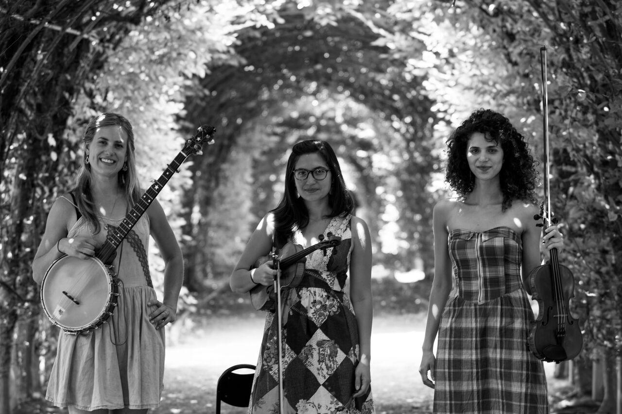Американская фолк-блюз группа «The Dead Sea Sisters» – акустический концерт в музее Иланы Гур