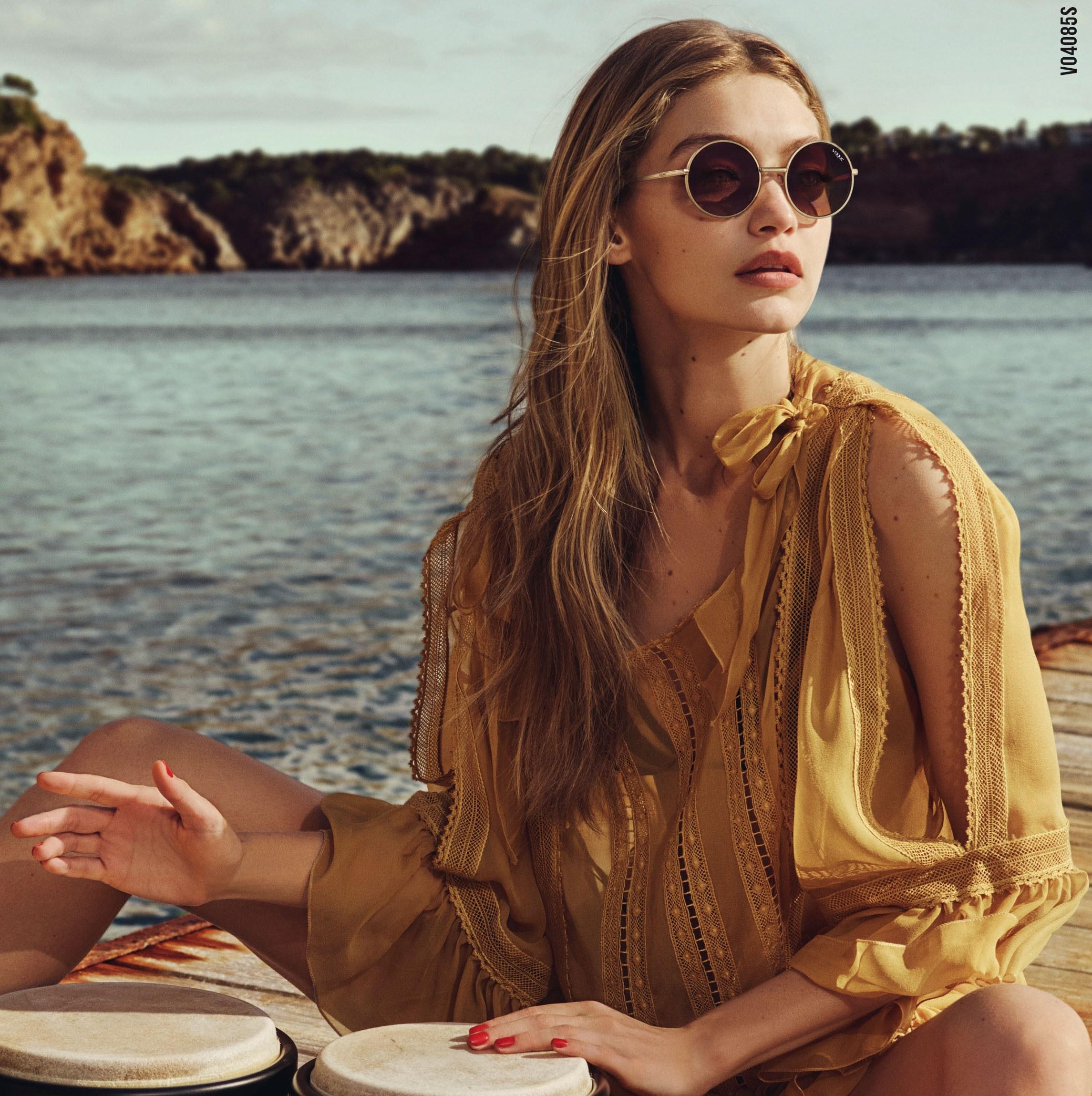 Джиджи Хадид и Vogue Eyewear выпустили совместную коллекцию очков