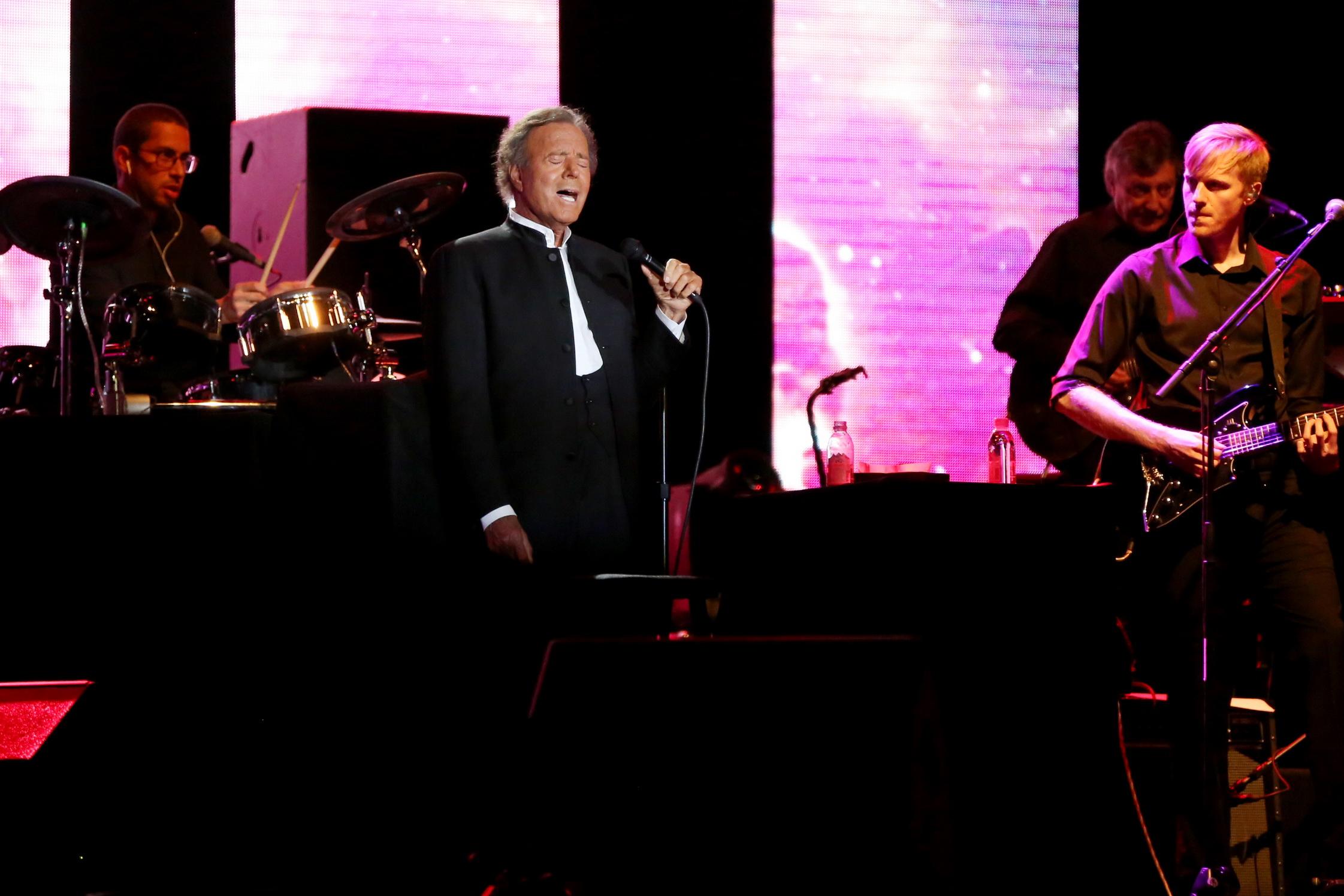 Король испанской романтической песни Хулио Иглесиас – вновь в Израиле с единственным концертом!