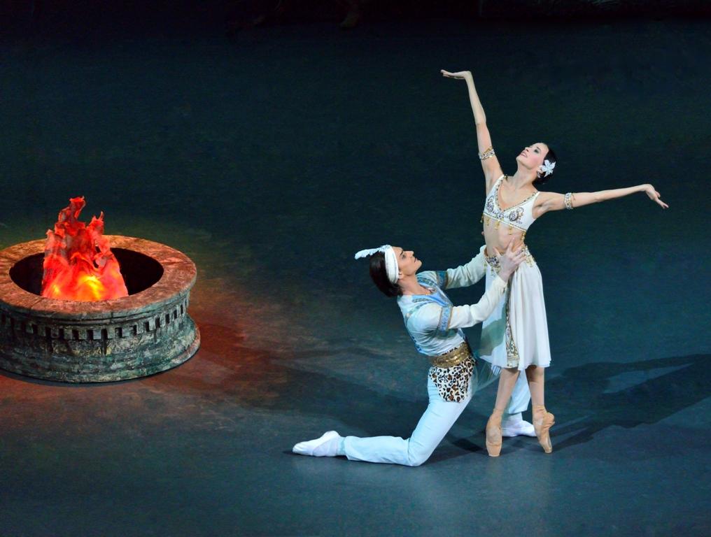 Звезды Большого театра Анна Никулина и Владислав Лантратов  — в «Баядерке» в Израиле