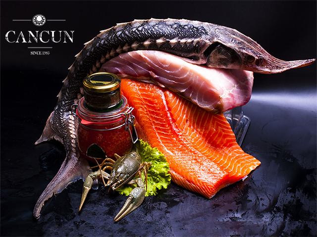 Праздничный стол с морскими и мясными деликатесами от Cancun