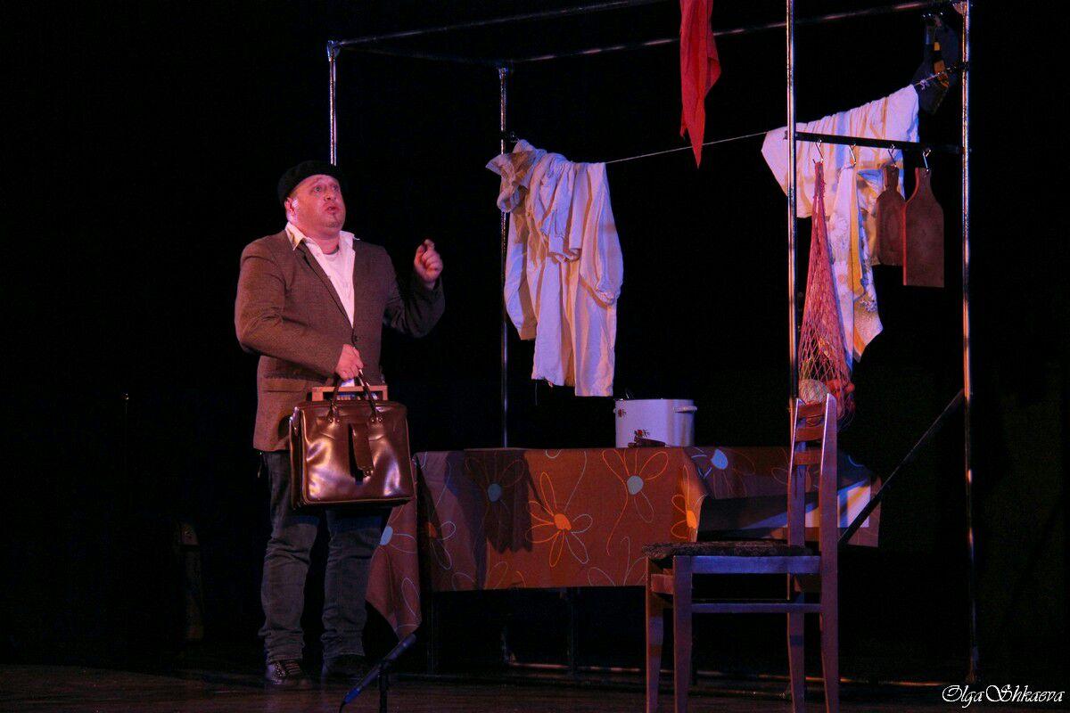 Что мы знаем о вкусном борще? Удивительный моноспектакль Александра Гутина о коммунальной квартире будет показан в Израиле 24 и 26 января