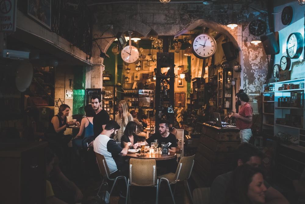 Ruin Bar Youngary в стиле знаменитых баров Будапешта