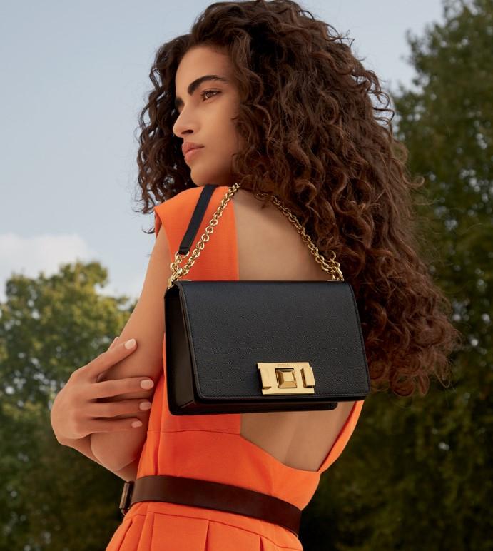 FURLA SALE:  Известный бренд объявляет о начале летней акции